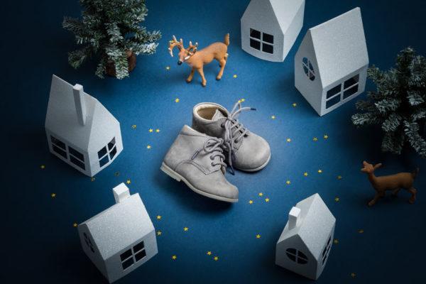 Photo chaussure enfant ville en papier