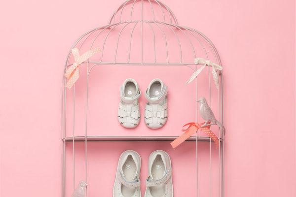 Photo chaussure enfant fond rose